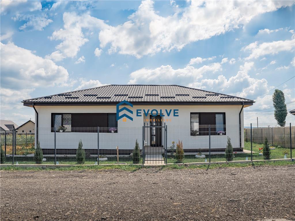 Casa cu 4 camere de vanzare, 450 mp teren  comuna Mirosava